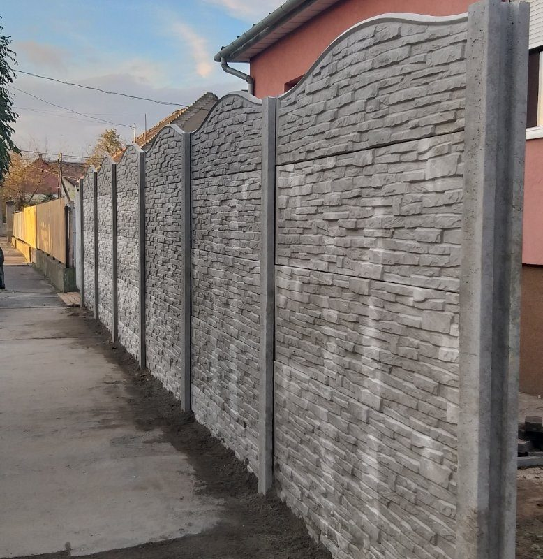 Budapest XX Boltíves Törtkő (standard) Betonkerítés